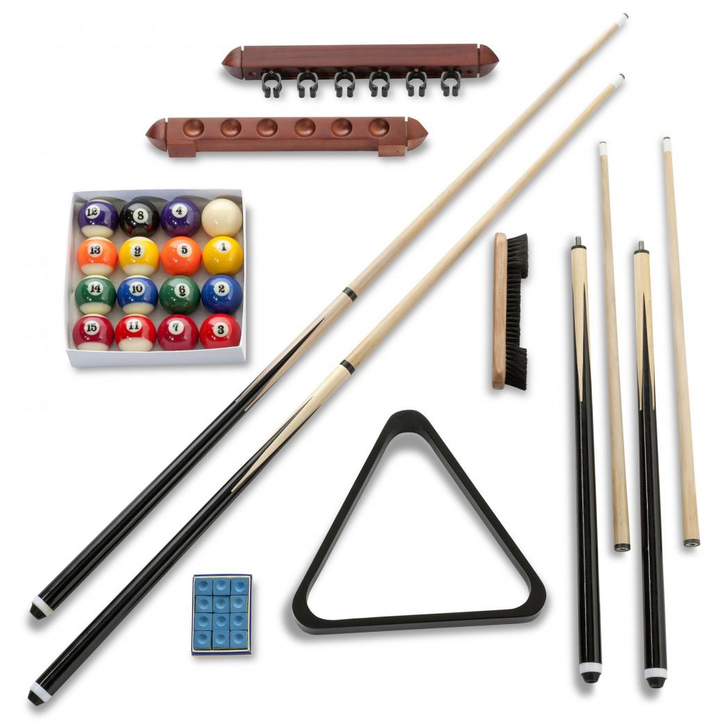 Kit accessoire billard complet comprenant billes, queue de billard et porte queue, triangle, craie et brosse de nettoyage.