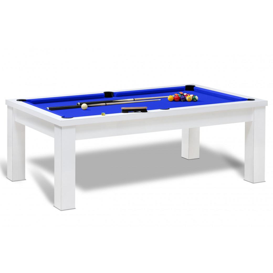Billard americain jeu avec tapis bleu royal et table blanche rendant au billard un effet moderne et classe.