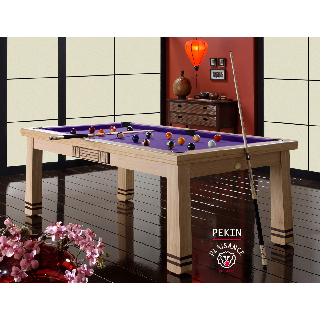 Billard sur table, et son tapis design violet