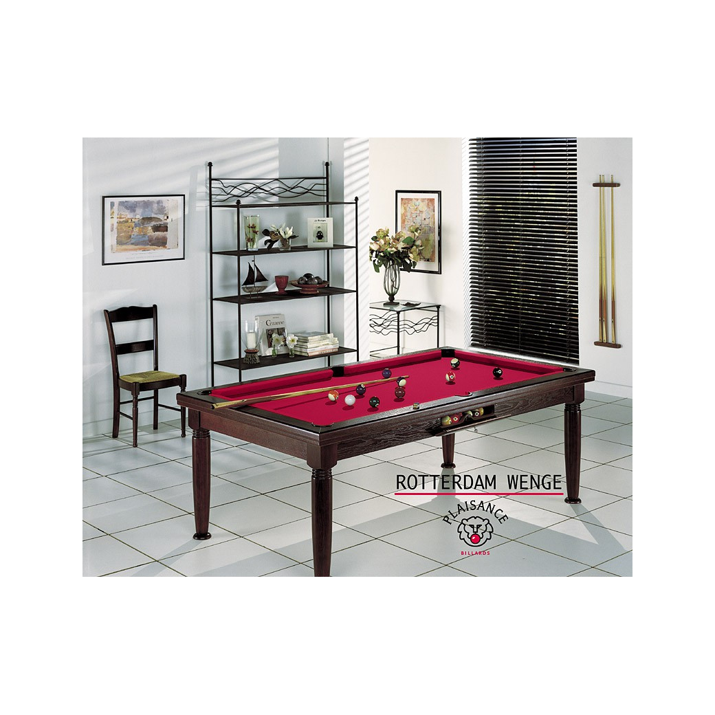 Billard, table en bois et tapis de billard rouge