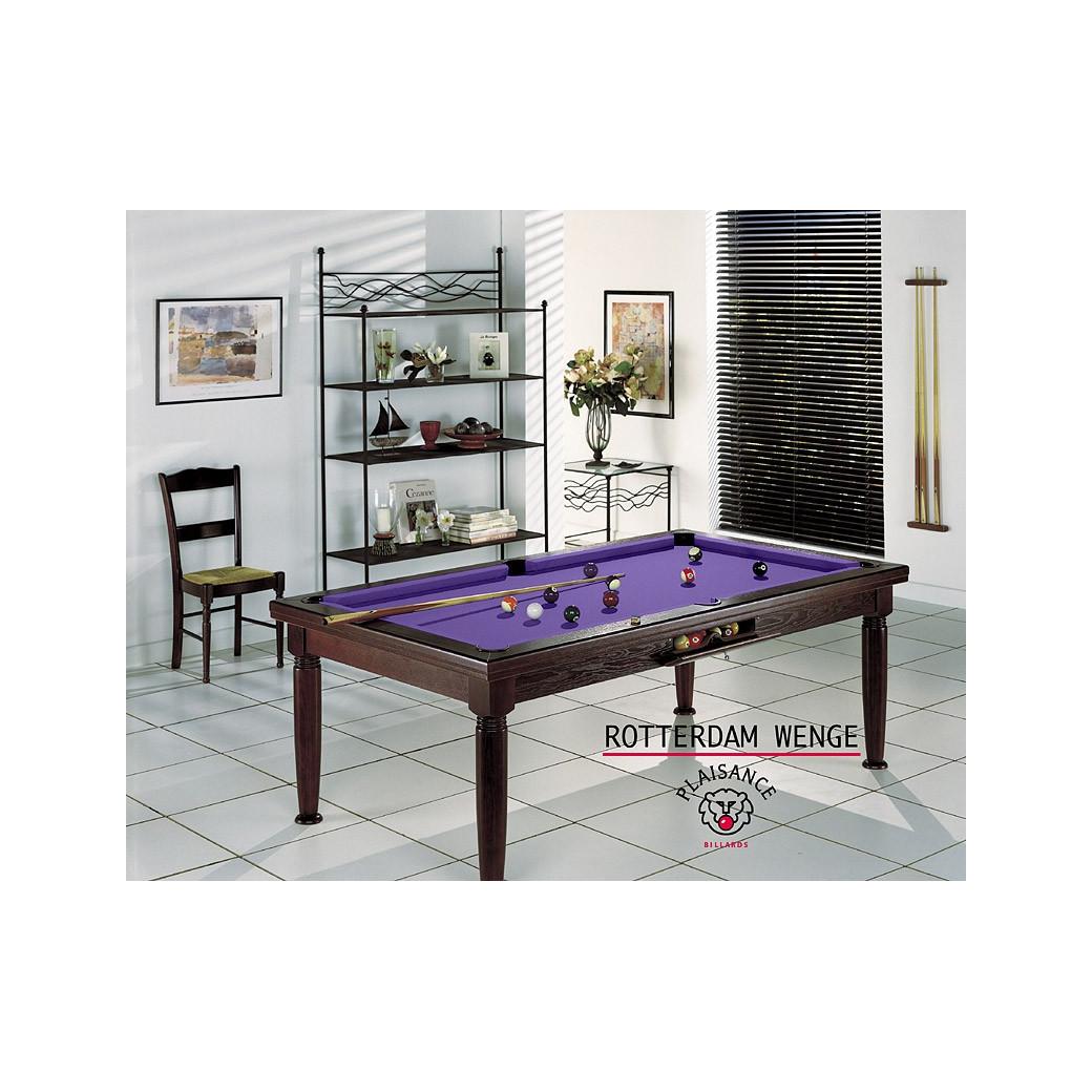 Billard salon, le mobilier qui fait billard (tapis violet) et table noire